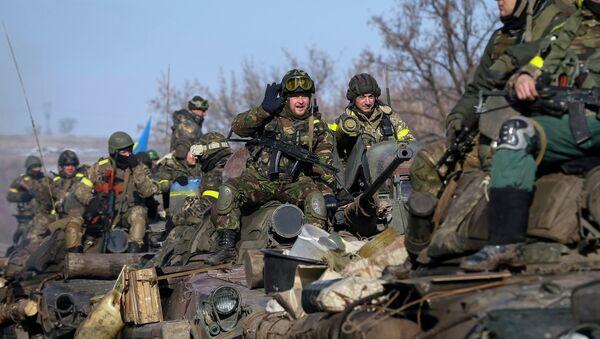Members of the Ukrainian armed forces ride on armoured personnel carriers (APC) near Debaltseve, eastern Ukraine, February 12, 2015 - Sputnik International