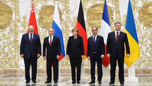 Group photo at Independence Palace in Minsk after restricted attendance peace talks on Ukraine held by Russian, German, French and Ukrainian leaders, February 11, 2015 - Sputnik International