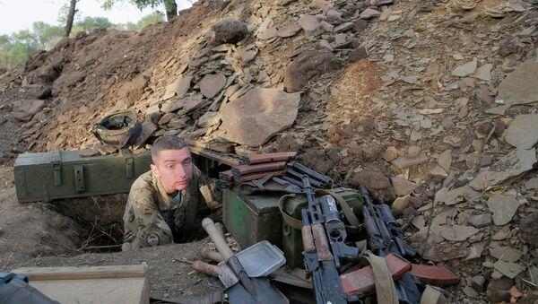 A Ukrainian army soldier examines his shelter at a position in Debaltsevo, Donetsk region, Ukraine, Friday, Sept. 12, 2014 - Sputnik International