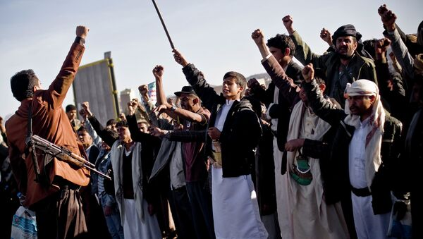 Houthi Shiite Yemenis chant slogans during a rally to show support for their comrades in Sanaa, Yemen, Wednesday, Jan. 28, 2015 - Sputnik International