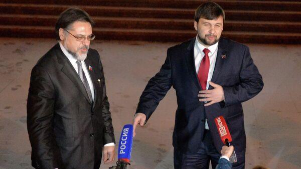 Representatives of the Donetsk and Lugansk people's republics Denis Pushilin and Vladislav Deinego (from right to left) - Sputnik International