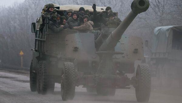Members of the Ukrainian armed forces ride on a military vehicle near Artemivsk, eastern Ukraine February 14, 2015 - Sputnik International
