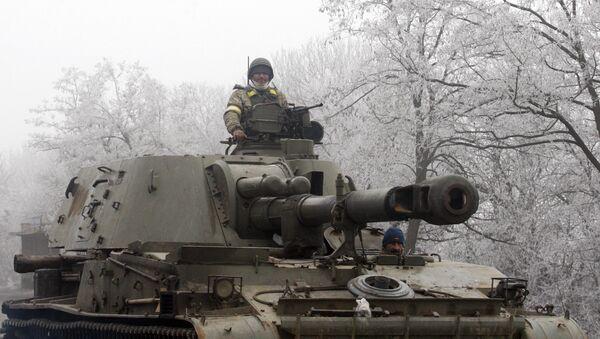 Ukrainian servicemen patrol with a self-propelled artillery gun on the road between Artemivsk and Debaltseve, in the region of Donetsk, on February 15, 2015 - Sputnik International