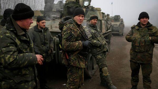 Members of the Ukrainian armed forces are seen not far from Debaltseve, eastern Ukraine February 15, 2015 - Sputnik International