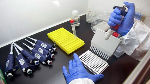 Alberto Cagigi, Ph.D, is beginning the multi-step process of identifying antibodies against Ebola in samples from vaccinated volunteers. at the Vaccine Research Center at the National Institutes of Health in Bethesda, Md., Wednesday, Feb. 4, 2015 - Sputnik International