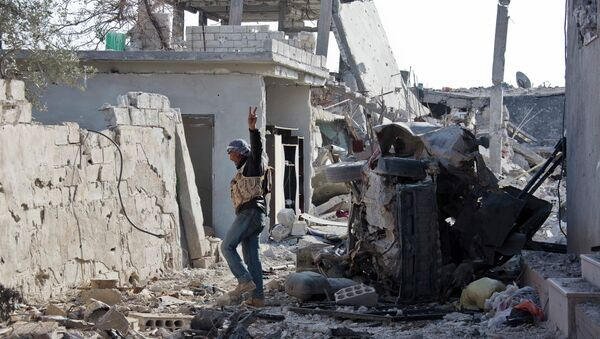 A Free Syrian Army fighter from Shams al-Shamal heads to the front line in Kobani, Syria. - Sputnik International