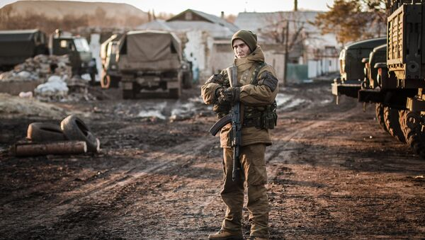 A DPR militiaman on the outskirts of Debaltseve, Donetsk Region - Sputnik International