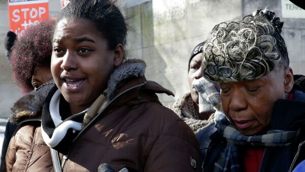 Erica Garner, left, daughter of chokehold death victim Eric Garner, and his mother Gwen Carr, talk to the press after attending a court hearing, in the Staten Island borough of New York, Thursday, Feb. 5, 2015. - Sputnik International