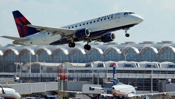 A Delta Air Lines jet takes off from Ronald Reagan Washington National Airport in Arlington, Virginia. - Sputnik International