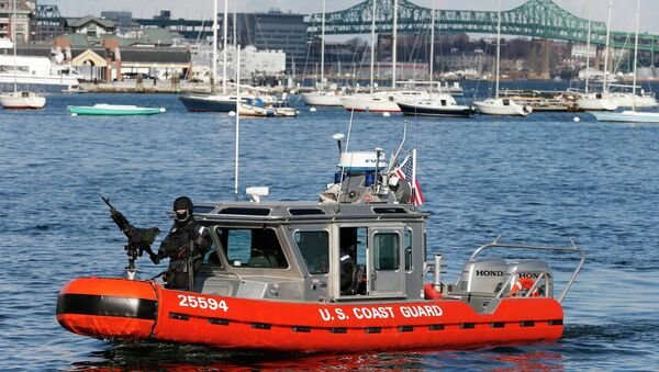 Armed US Coast Guard Boat Patrols Boston Harbor - Sputnik International