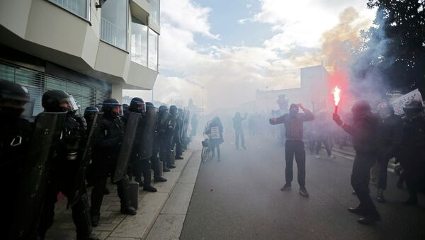Hooded protesters face off with French riot police during a demonstration to mark the one-year anniversary of a protest march in 2014 which ended in clashes with riot police, in Nantes February 21, 2015. - Sputnik International
