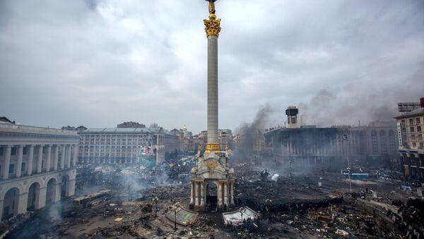 Fire smoke and protesters on Maidan Nezalezhnosti square in Kiev. February, 22. - Sputnik International