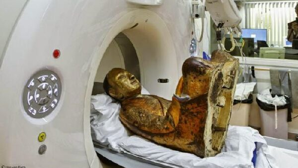 Scientists from Netherlands scanned a statue of Buddha dating back to the 11th or 12th century and revealed there is a mummified man concealed inside - Sputnik International