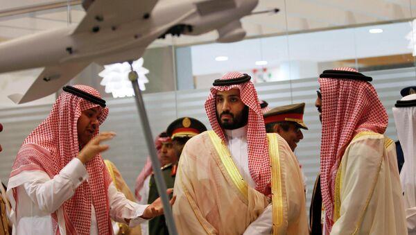 Saudi Defence Minister, Prince Mohammad bin Salman (C), visits the International Defence Exhibition and Conference (IDEX) in Abu Dhabi February 22, 2015. - Sputnik International