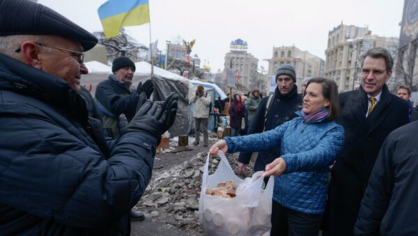 U.S. Assistant Secretary for European and Eurasian Affairs Victoria Nuland and Ambassador to Ukraine Geoffrey Pyatt, offering cookies and (behind the scenes) political advice to Ukraine's Maidan activists and their leaders. - Sputnik International