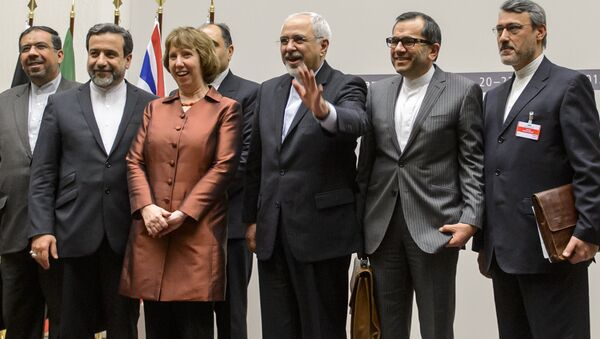 EU foreign policy chief Catherine Ashton (3rd L) poses next to Iranian Foreign Minister Mohammad Javad Zarif and the Iranian delegation after a statement - Sputnik International