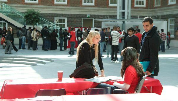 Students on university campus - Sputnik International