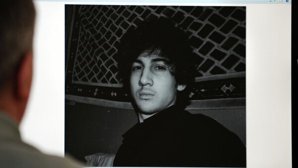 A man looks in Moscow on April 19, 2013, at a computer screen displaying an undated picture the 19-year-old Dzhokhar Tsarnaev posted on his is page in VKontakte, a Russian social media site - Sputnik International