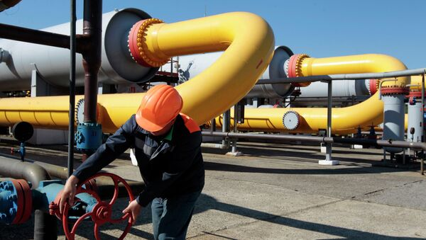Ukrainian worker operates a valve at a gas storage point in Bil 'che-Volicko-Ugerske underground gas storage facilities in Strij, outside Lviv, Ukraine - Sputnik International
