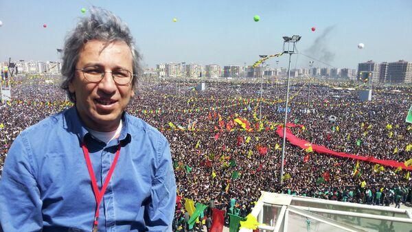 Turkish journalist Can Dundar during a Newroz celebration in Diyarbakir - Sputnik International