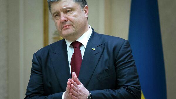 Ukrainian President Petro Poroshenko gestures as he speaks to the media after the peace talks in Minsk, Belarus - Sputnik International