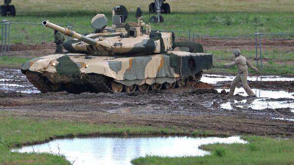 Nakidka camouflage system covering a T-90MS - Sputnik International