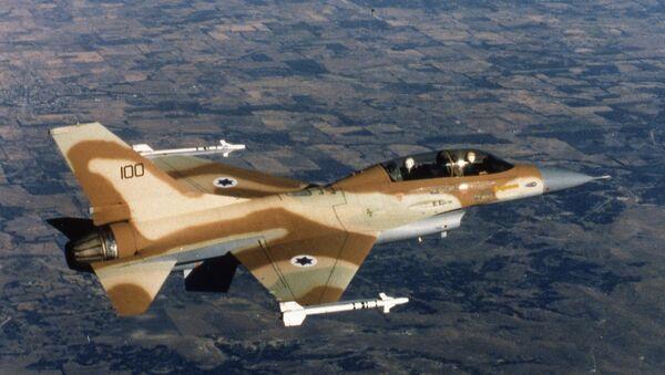 An Israeli Air Force F-16 jet fighter in flight over Israel 1980. - Sputnik International