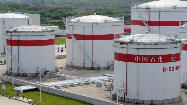 Oil tanks are seen at a Sinopec plant in Hefei - Sputnik International