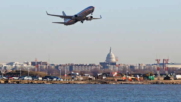 An American Airlines jet takes off from Reagan National Airport in Washington - Sputnik International
