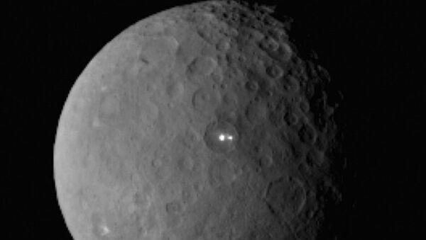 Two bright lights on the surface of dwarf planet Ceres - Sputnik International