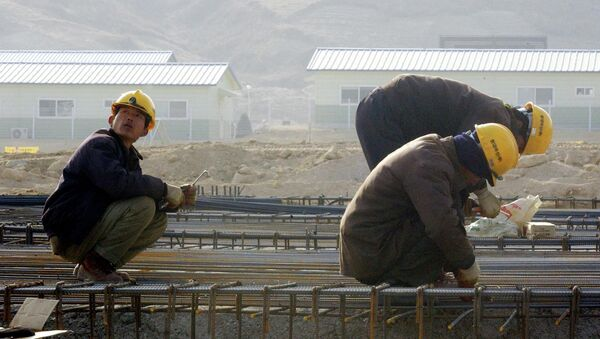 North Korean workers construct a factory in the Kaesong Industrial Complex, north of the inter-Korean border, North Korea (file photo) - Sputnik International