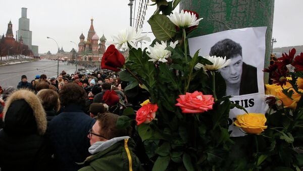 People gather at the site where Boris Nemtsov was recently murdered, with St. Basil's Cathedral and the Kremlin seen in the background, in central Moscow, February 28, 2015. - Sputnik International