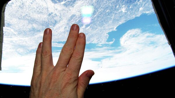 NASA astronaut Terry Virts gives the Vulcan salute from the International Space Station in tribute to Leonard Nimoy - Sputnik International
