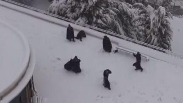 Franciscan Monks in snowball fight - Sputnik International