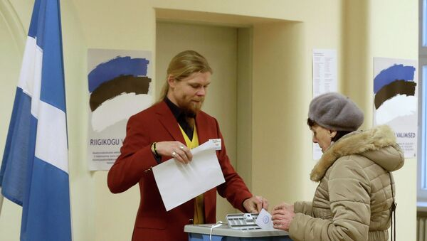 A woman casts her vote during a parliamentary election in Parnu - Sputnik International