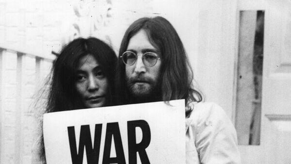 John Lennon and Yoko Ono campaigned against the Vietnam War. - Sputnik International