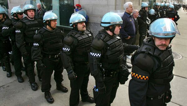 Chicago police, most dressed in riot gear, stage at the corner of Oak Street and Michigan Avenue in downtown Chicago. File photo - Sputnik International