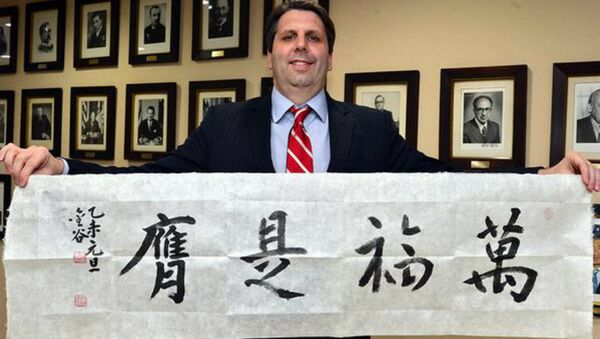 Mark Lippert holding a Happy Lunar New Year's banner - Sputnik International