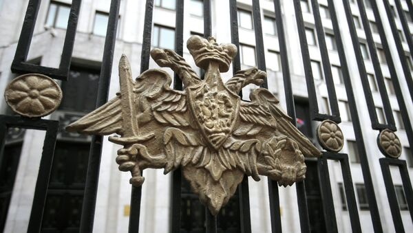 The emblem of the Russian Defense Ministry adorns the fence around the Defense Ministry's headquarters in Moscow, Russia, Thursday, Oct. 25, 2012 - Sputnik International