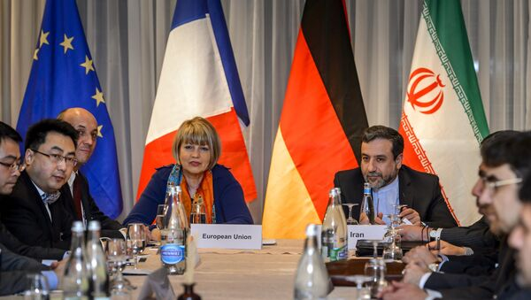 EU political director Helga Schmid (CL) seats next to Iran's deputy foreign minister Abbas Araqchi (R) at the opening of nuclear talks between Iran and Members of the P5+1 group on March 5, 2015 in Montreux - Sputnik International