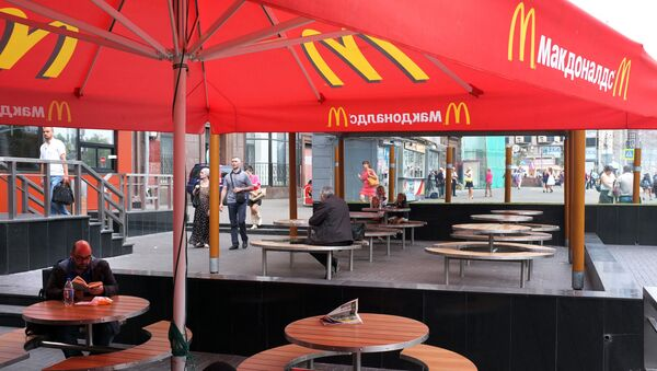 A senior Russian lawmaker has started a debate in the country's political circles by insisting that Russia should ban McDonald's and Coke in response to the extension of US sanctions. - Sputnik International