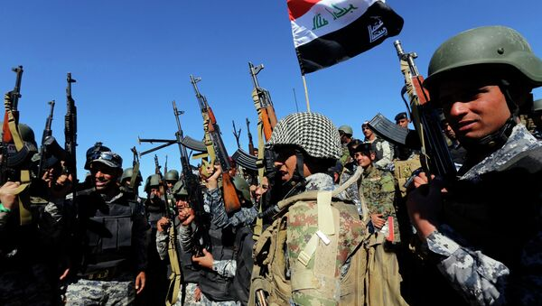 Members of the Iraqi security forces chant slogans in Al Hadidiya, south of Tikrit, en route to the Islamic State-controlled al-Alam town, where they are preparing to launch an offensive on Saturday, March 6, 2015 - Sputnik International