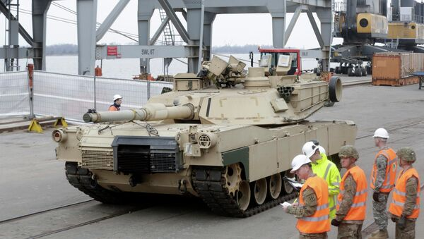 An Abrams main battle tank, for U.S. troops deployed in the Baltics as part of NATO's Operation Atlantic Resolve, leaves Riga port March 9, 2015. - Sputnik International