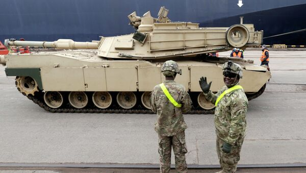 A U.S. soldier greets the media as custom officers inspect an Abrams main battle tank, for U.S. troops deployed in the Baltics as part of NATO's Operation Atlantic Resolve - Sputnik International