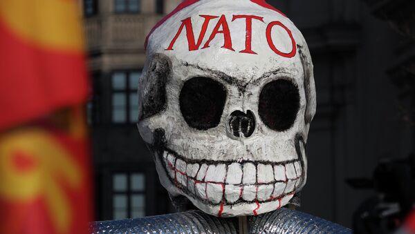 A mask during an anti-NATO protest rally - Sputnik International