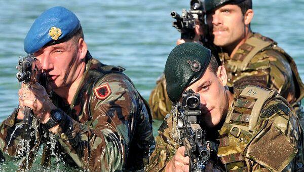 Royal Marine Commandos from the Response Force Task Group (RFTG) conducting amphibious training - Sputnik International