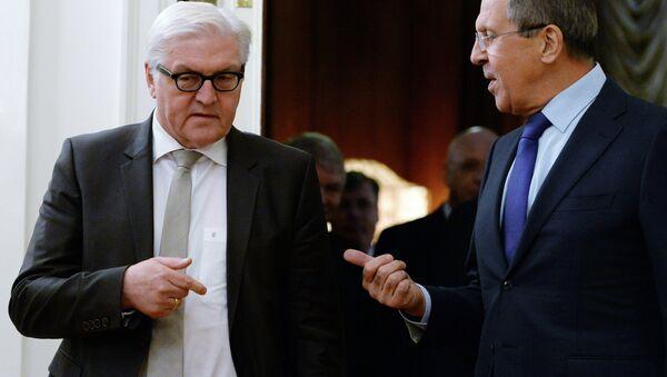 Russian Foreign Minister Sergei Lavrov (R) speaks with his German counterpart Frank-Walter Steinmeier - Sputnik International