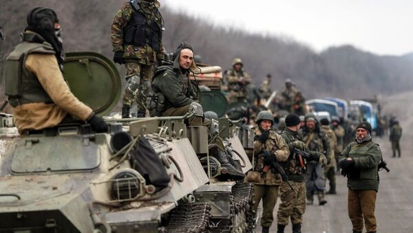 Members of the Ukrainian armed forces and armoured personnel carriers are seen preparing to move as they pull back from Debaltseve region, near Artemivsk February 26, 2015 - Sputnik International