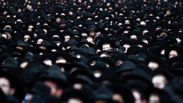 Ultra-Orthodox Jews take part in a rally supporting the United Torah Judaism party in Bnei Brak near Tel Aviv - Sputnik International