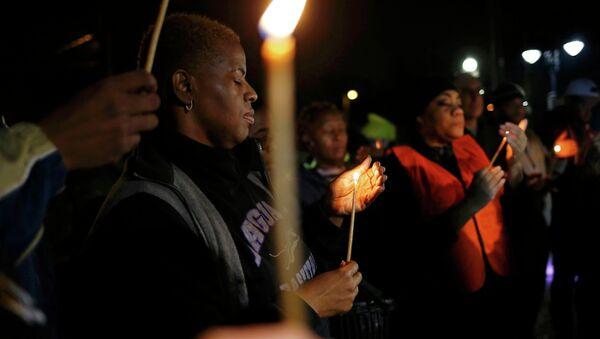 Protestors hold a candle-light vigil outside the Ferguson Police Department in Ferguson, Missouri, March 12, 2015 - Sputnik International